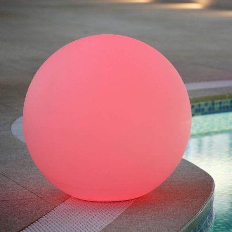 Bollamp 40cm Rood aan het zwembad