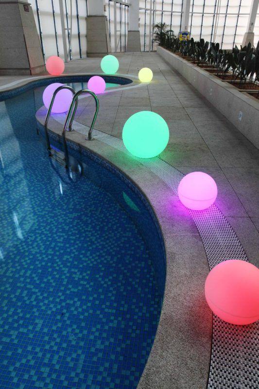 Bollampen aan het zwembad