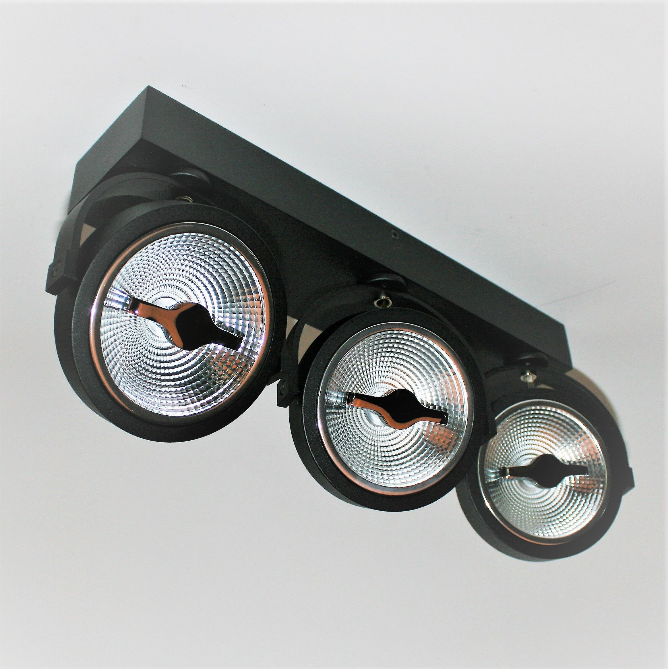 Triple AR111 LED Spot 45W 2200-2800K hangend