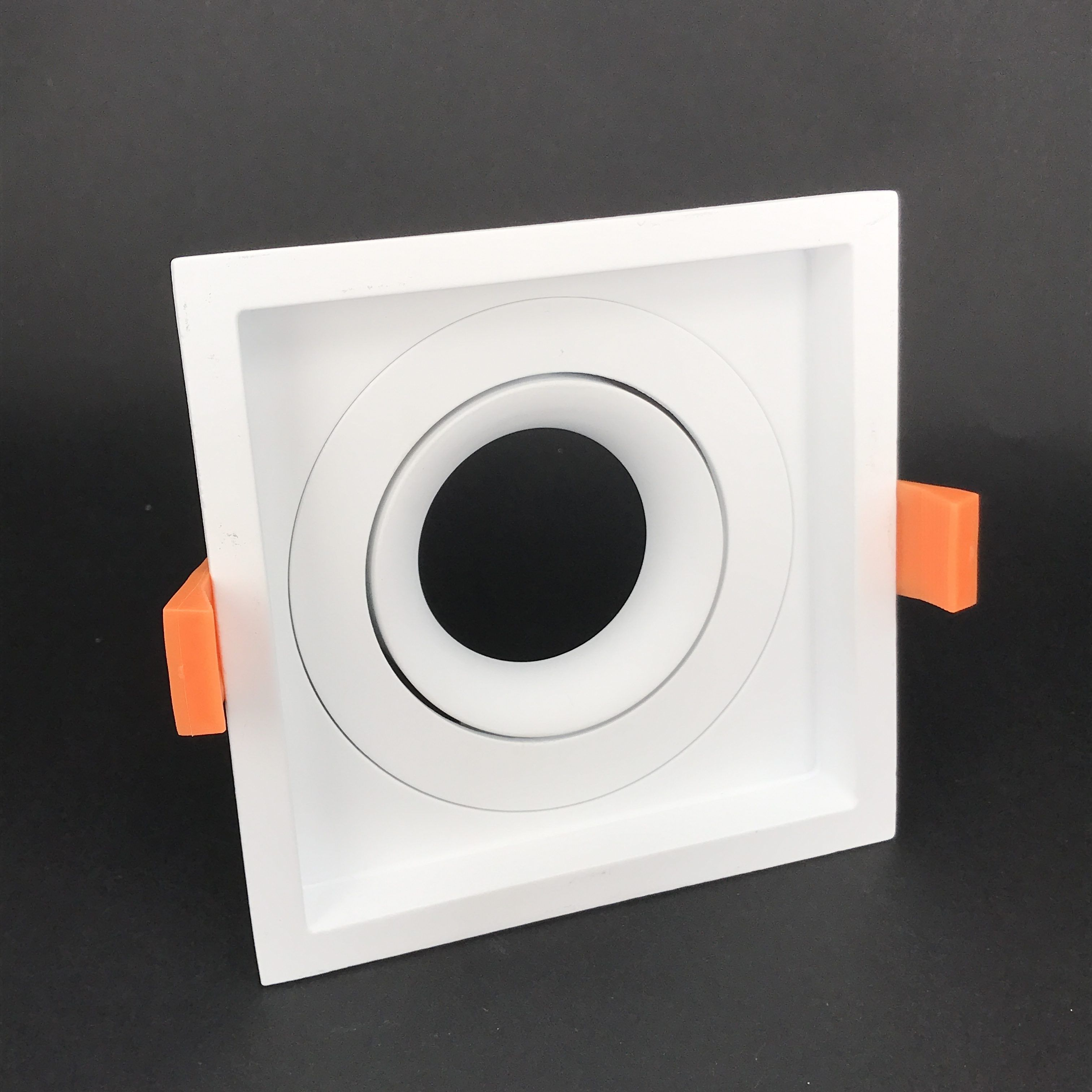 Inbouwring 110mm vierkant instelbaar wit