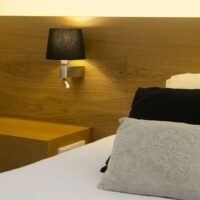 Faro Room wand en bed lamp zwart sfeer
